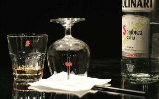 Как правильно пить самбуку и чем закусывать — советы новичкам