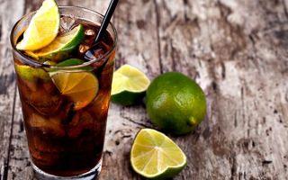 Смешиваем коктейль «Лонг Айленд Айс Ти» — напиток для любителей погорячее