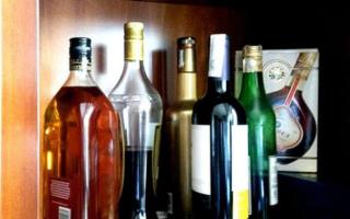 Как хранить коньяк дома в закрытой и открытой бутылке?