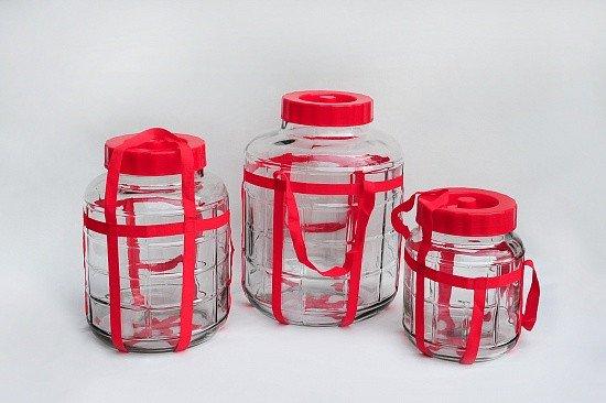 разные бутыли с гидрозатвором