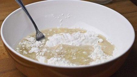 сахар и дрожжи в воде