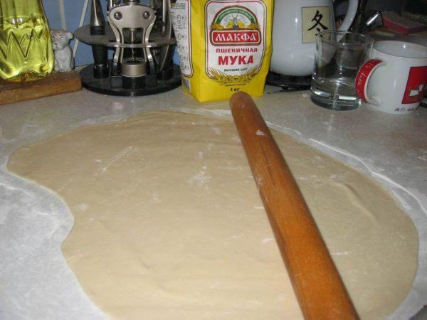 катаем тесто