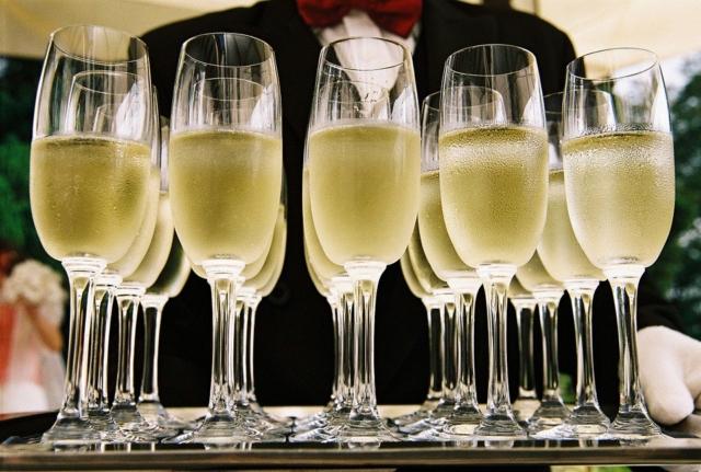 """Калорийность Игристое вино шампанское полусухое белое """"Зб ванн спуманте"""". Химический состав и пищевая ценность."""