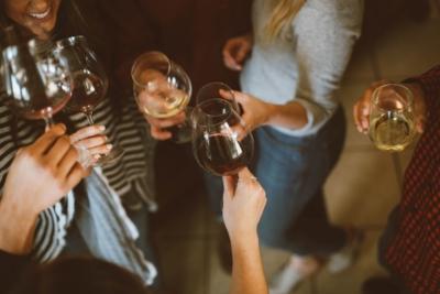 От вина пьянеют